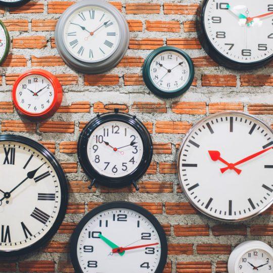 Clocks_on_wall